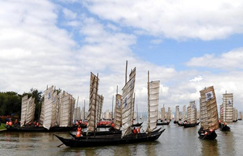 Dianchi Lake in SW China opens for fishing