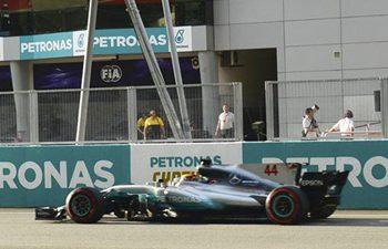 Hamilton wins pole position in qualifying session at F1 Malaysia Grand Prix