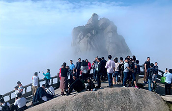 Tourists enjoy scenery of Tianzhu Mountain in E China's Anhui