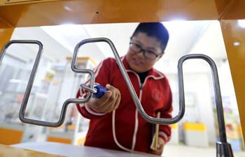 Students tour mobile science museum in Hebei