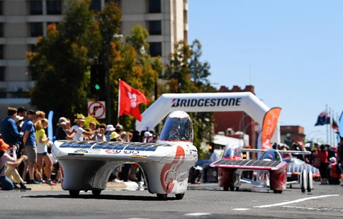 Parade of solar vehicles held on last day of Bridgestone World Solar Challenge
