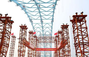 Closure of main arch of Tianshenggang Channel Bridge finished