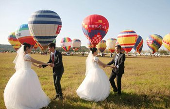 Group wedding ceremony held on hot air balloons in E China