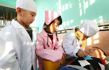 Children experience adult jobs at kindergarten in E China