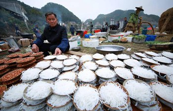 Miao people in SW China celebrate harvest with visitors