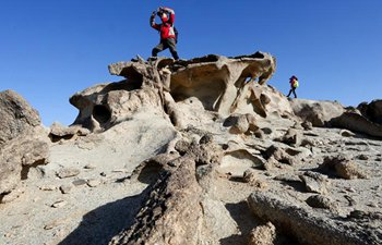 Tourists visit Gobi area in Inner Mongolia