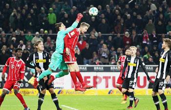 German Bundesliga: Monchengladbach beats Bayern 2-1