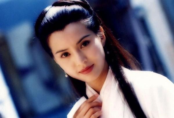 李若彤,中国香港著名女演员.主演过《神雕侠侣》《天龙八部》《杨