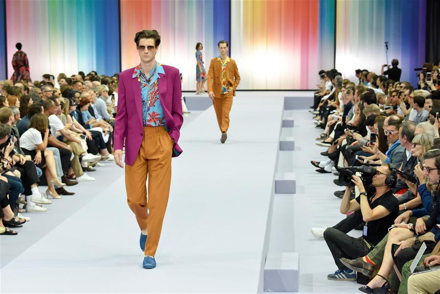 (国际)(1)巴黎男装周:保罗·史密斯发布2018春夏作品