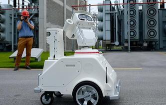 """上海:變電站裏來了機器人""""同事"""""""
