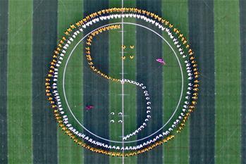 河北广宗:千名学生练习太极拳
