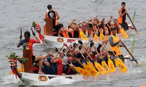 香港:龍舟競渡賀端陽