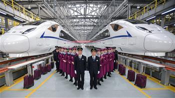 西成高鐵首發乘務組亮相