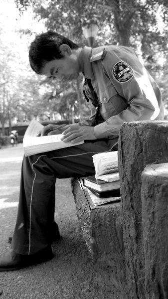 北外保安回乡复读考上一本每天搬砖12小时挣学费