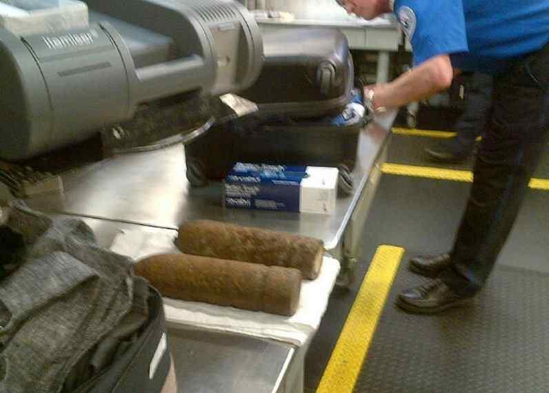 泉州 福建 芝加哥/美国芝加哥机场行李中检出两枚军用炮弹