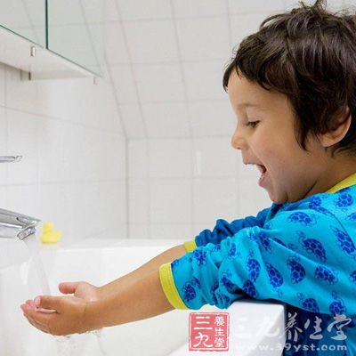外出回家以后,也要多洗手,预防病从口入
