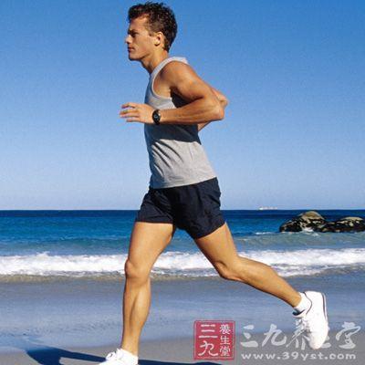 每天进行30~45分钟的有氧锻炼,如散步、骑车、跳舞等