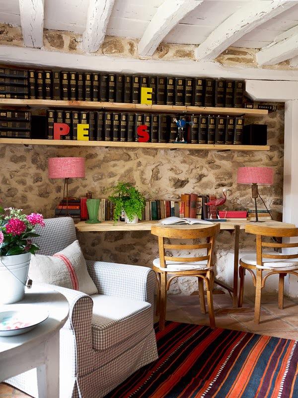地砖,vintage的家具,组合在一起并没有陈旧感,在鲜亮色彩布艺装高清图片