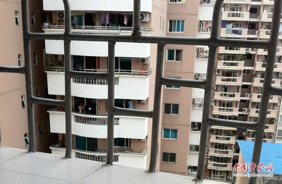 福州:外籍女子总爱光着身子每天阳台裸晒组图