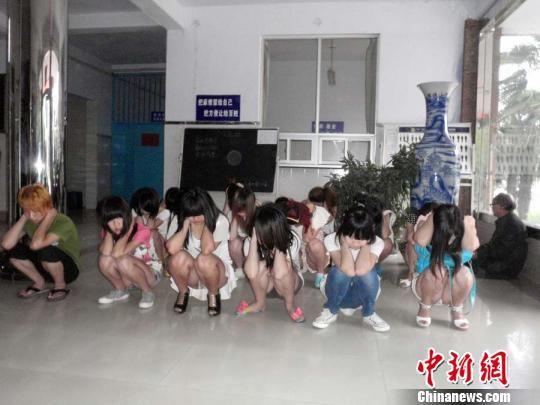 河南警方抓获多名从事色情交易的辍学女生(图
