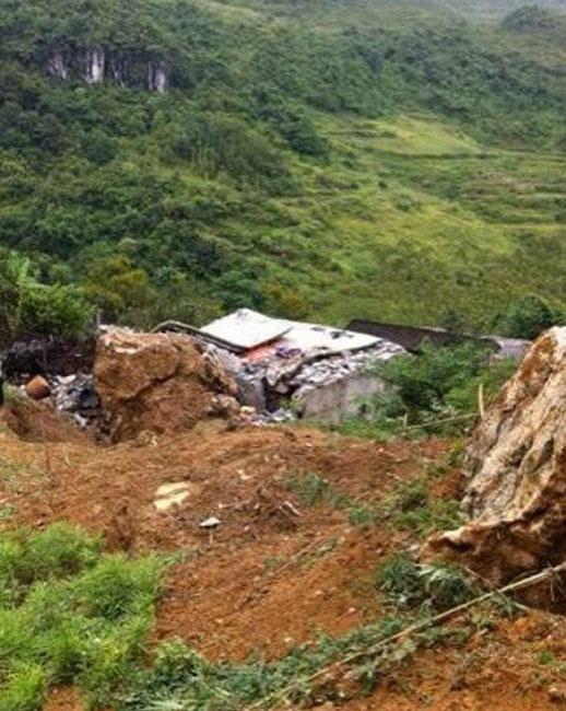 """柳堡镇大苟家村人口数- 8月25日凌晨,\""""嘭\""""的一声巨响,一块数十吨的巨石滚落,砸穿了那"""