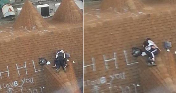 网曝温州2名中学生身着校服楼顶亲热