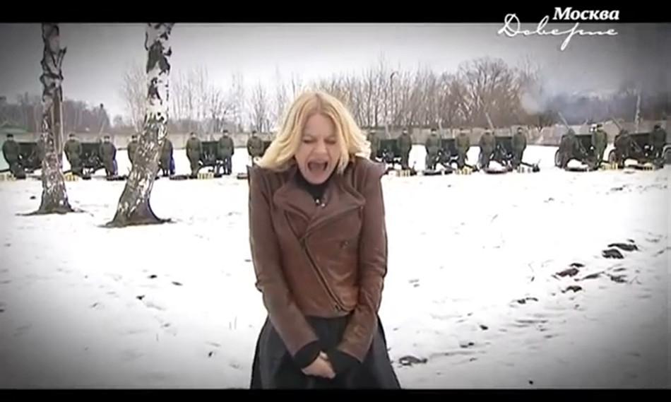 俄罗斯美女开心主持营玩枪操炮非常进军美女黑人金发图片