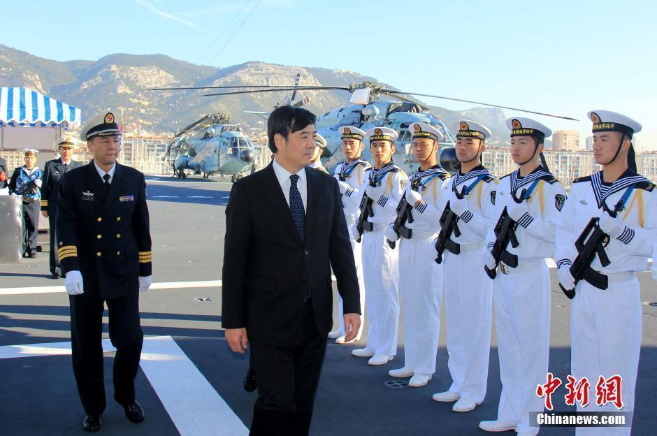 中国海军第十八批护航编队访问法国 与法军海上演习