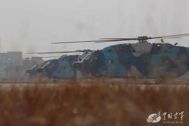 空降兵直升机部队开展多专业多机型协同训练