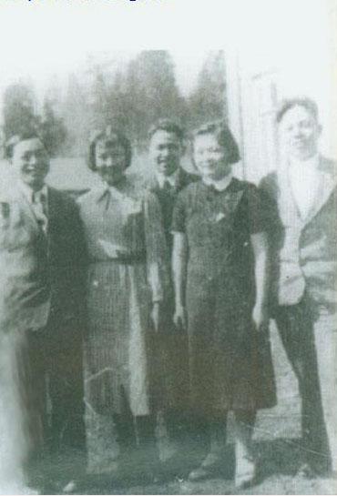 1940年,杨至成(左起),孙维世,李天佑,林利,卢冬生在莫斯科学习期间.
