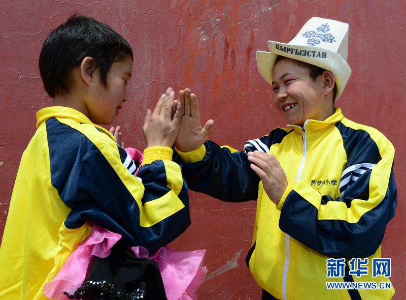 用爱共促民族情用心共守边防线--上海边防小学桐支队北中心图片