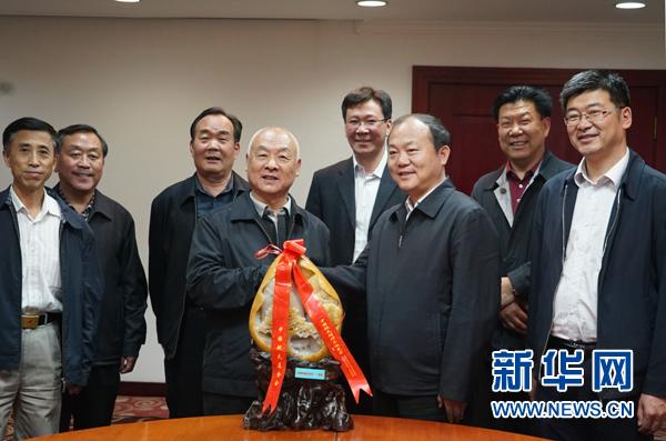 李刚摄/5月4日,中国航天基金会与新疆阿勒泰可可托海战略协作对接会在...