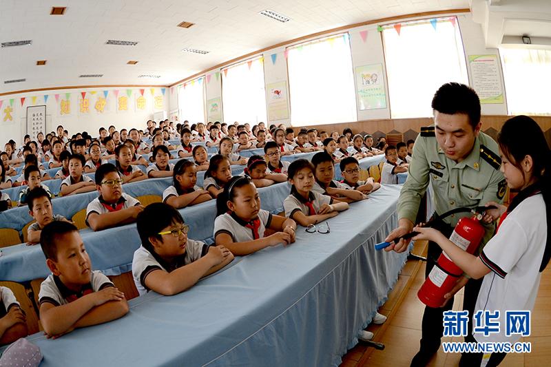 安全教育从娃娃抓起 河北秦皇岛边检站官兵开展安全教育宣传活动