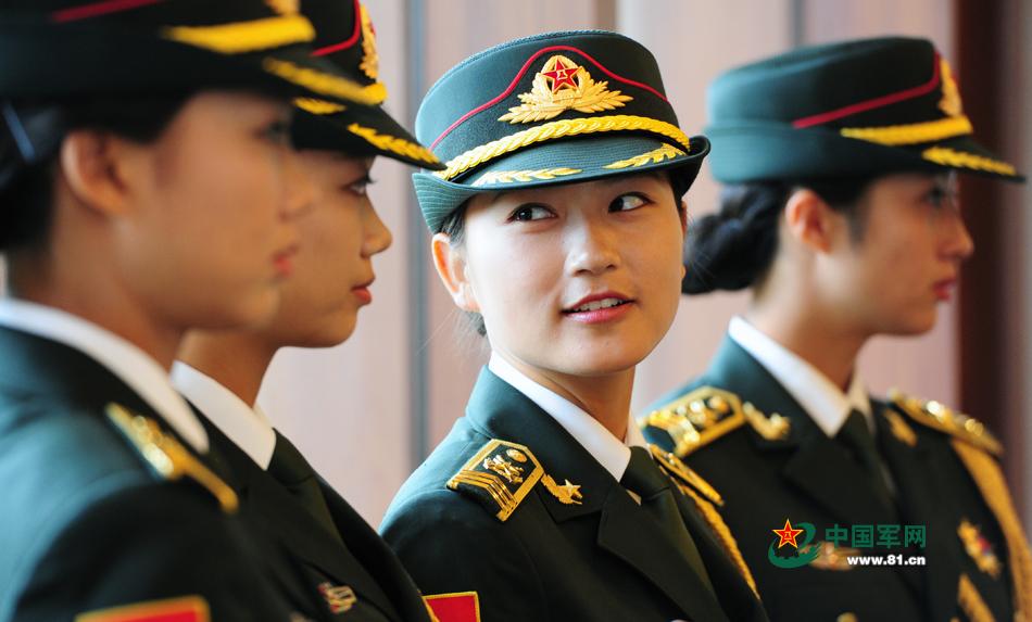 中国人民解放军三军仪仗队女仪仗队员.李爱明 摄-征兵季带你走军营