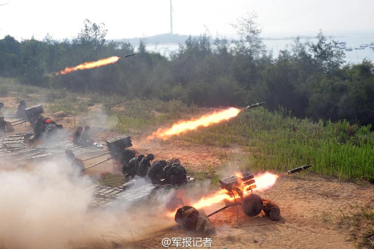 Tropas de artillería del Ejército Popular de Liberación (EPL) de China en la provincia de Fujian llevaron a cabo recientemente un ejercicio con municiones reales en una área costeña china con el propósito de elevar la capacidad de combate.