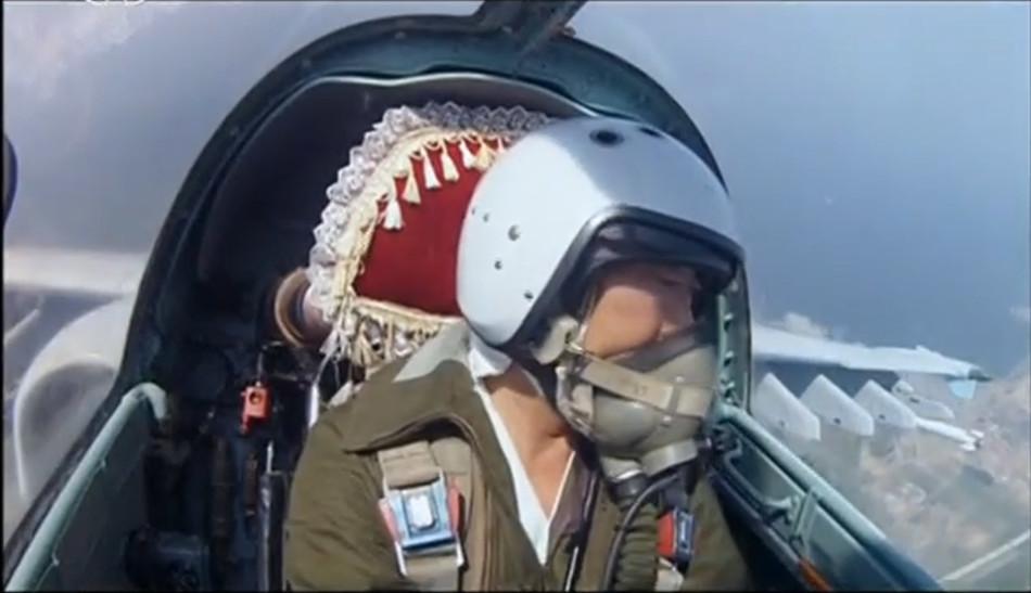 首见朝鲜米格-29A飞行员自拍画面 座椅罩红套