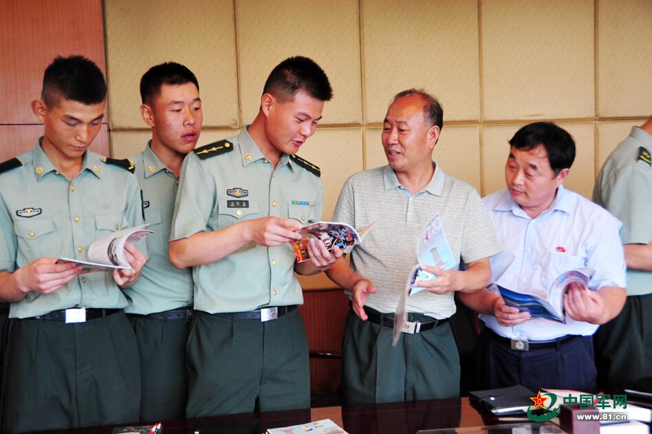 雷锋 杂志走进三军仪仗队 与仪仗英雄话雷锋