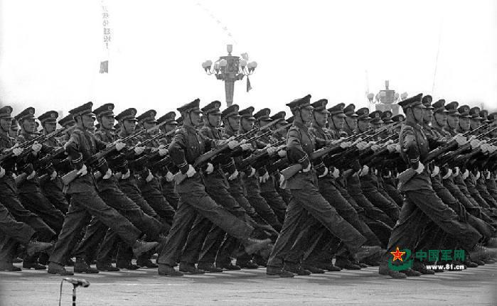 海量美照 历届阅兵中的中国步兵