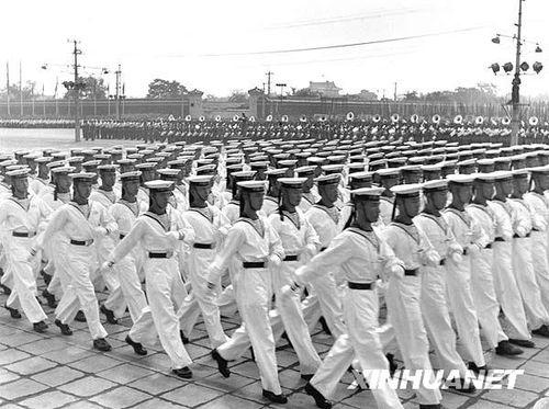 看历次阅兵 男神 最帅穿搭 见证中国军服演变史图片