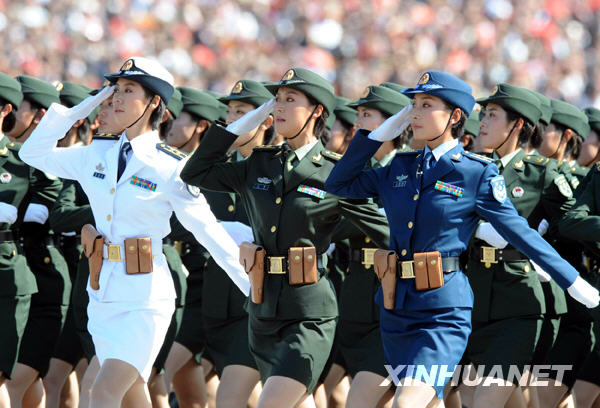 庆首都阅兵,是07式军服的全景展示. 海军学员方队接受检阅. 阅图片