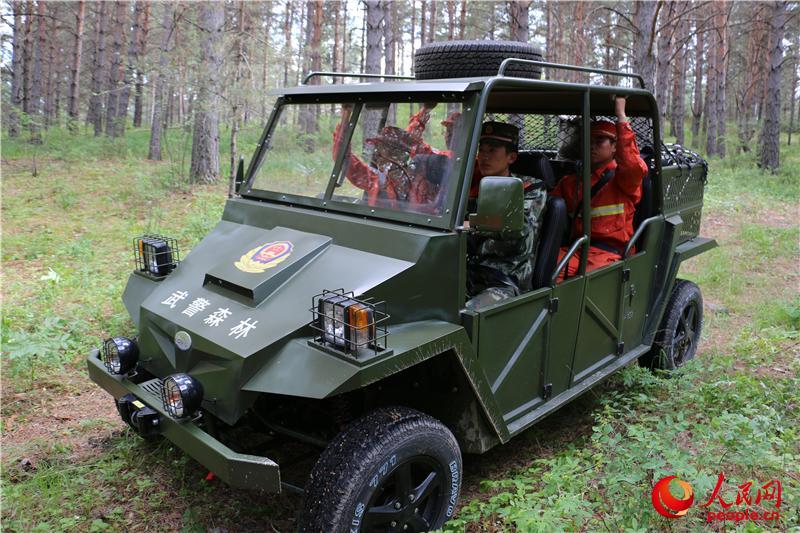林部队配发新型全地形车 可适应恶劣地形图片
