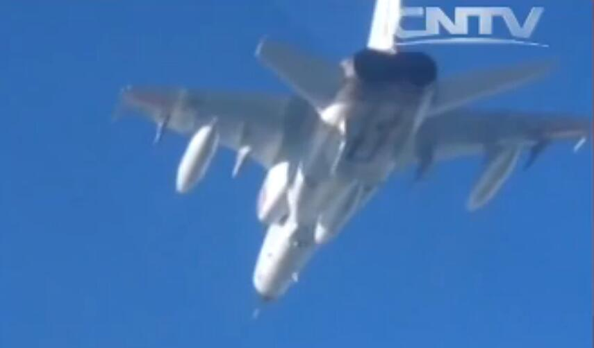 "JH-7A""飞豹""凌空,对海突击。"
