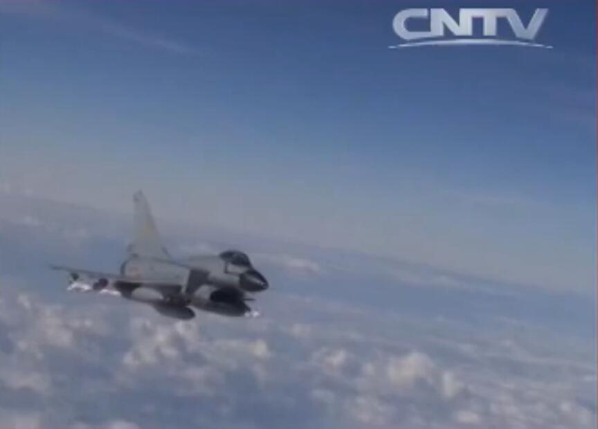 """广空航空兵某团J-10A""""猛龙""""满油满弹(两中两近三油箱)。"""