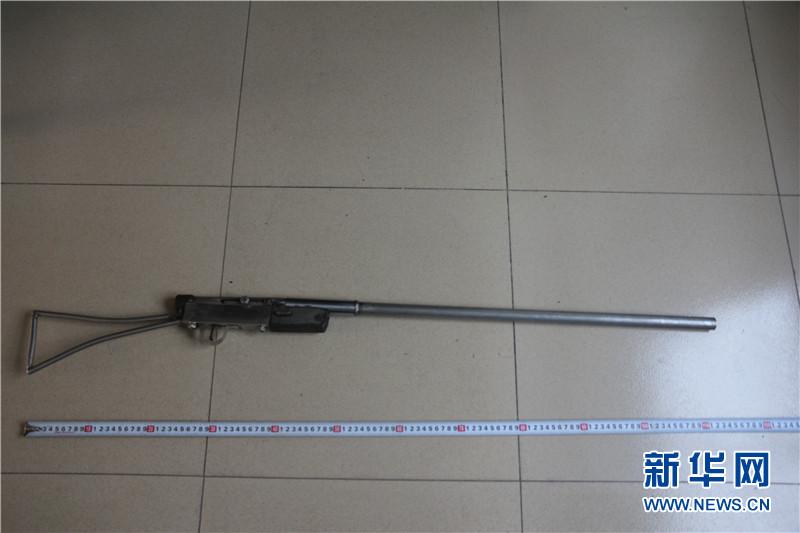 自制气枪-广西楠木山边境检查站收缴一批危爆物品