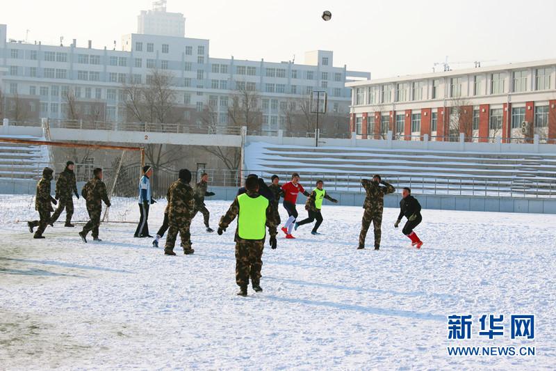 黑龙江边防总队齐齐哈尔边检站官兵在齐齐哈尔市职业学院开展了