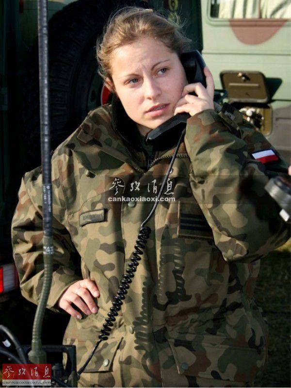在考虑扩大女性军人在部队中的比例.本图集搜集了一批波兰女兵图片