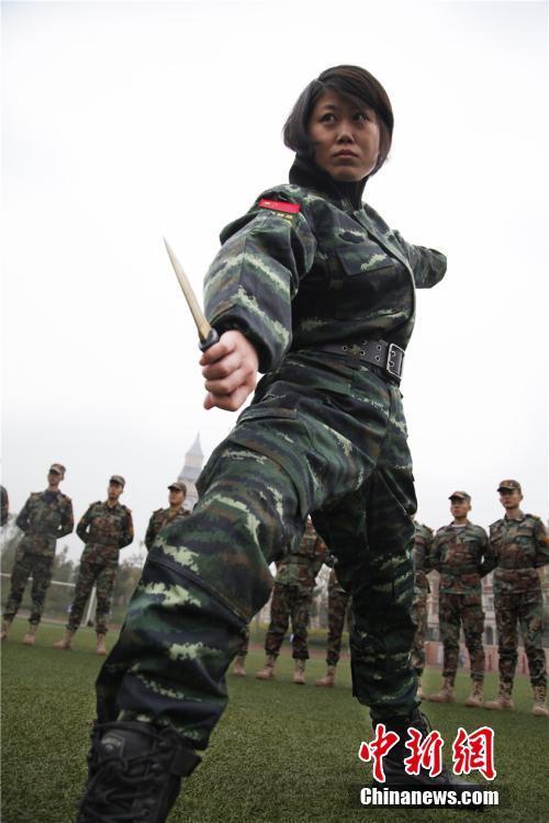 日前,正值部队退伍季,武警四川总队女子特警队的任杰、常婵娟也离图片