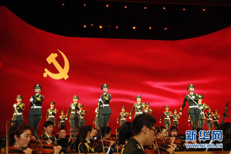 男子集体舞《祖国啊,请检阅》.记者黄烁摄-中央军委举行慰问驻京图片
