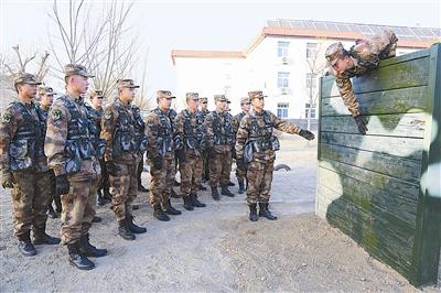 全军和武警部队官兵收假收心 爆竹声淡了 硝烟味浓了图片