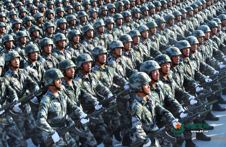 你见过吗 各军种军服汇聚战区图片